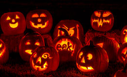 Abóboras iluminadas de Dia das Bruxas com velas Imagem de Stock Royalty Free