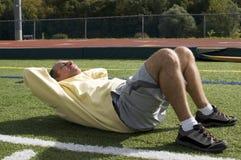 ab-övningen som övar mannen som, pensionären sitter, ups Royaltyfri Fotografi