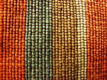 Abacá tejido multa en rayas multicoloras Foto de archivo libre de regalías