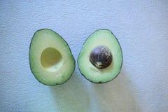 Abacate cortado Imagens de Stock Royalty Free