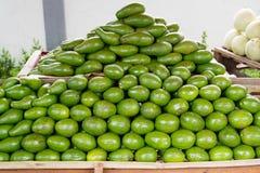 Abacate da fruta tropical imagem de stock royalty free