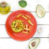 Abacate Hummus com mini grissini, ainda vida Foto de Stock