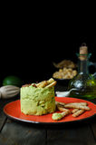 Abacate Hummus com mini grissini, ainda vida Fotos de Stock Royalty Free