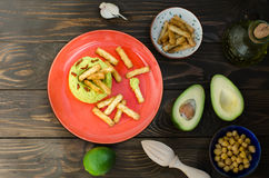 Abacate Hummus com mini grissini, ainda vida Fotografia de Stock