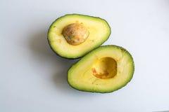 Abacates cortados verde Imagens de Stock