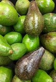 Abacates na mercearia Imagem de Stock