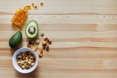 Abacates, porcas, complexo omega-3 Foto de Stock