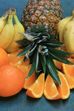 Abacaxi, bananas e laranjas. Fotografia de Stock