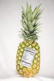 Abacaxi com etiqueta da nutrição Fotos de Stock Royalty Free