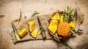 Abacaxi cortado fresco Imagens de Stock Royalty Free