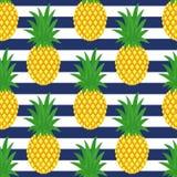 Abacaxi em fundo listrado Teste padrão bonito do abacaxi do vetor Fotos de Stock Royalty Free