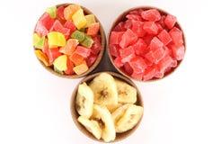 Abacaxi secado (frutos cristalizados) e bananas secadas em uma circular Imagem de Stock Royalty Free