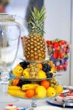 Abacaxi, uvas, peras, laranja e bananas Fotografia de Stock Royalty Free