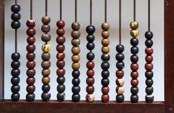 Abaco antico con le perle di legno dipinte Immagine Stock