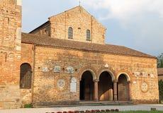 abadía antigua del edificio histórico de Pomposa en el valle adentro I del Po Imagenes de archivo