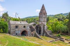 Abadía antigua en ruinas, el monasterio de Santa Maria en Valle Christi situado en Valle Christi, en Rapallo, provin de Genoa Gen Imagen de archivo