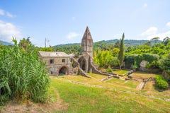 Abadía antigua en ruinas, el monasterio de Santa Maria en Valle Christi situado en Valle Christi, en Rapallo, provin de Genoa Gen Foto de archivo