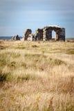 Abadía arruinada en la isla de Llanddwyn Foto de archivo libre de regalías