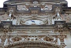 Abadía benedictina Santa Maria de Montserrat en Monistrol de Montserrat, España Detalles del reloj de la iglesia Fotos de archivo