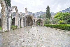Abadía de Bellapais en el monasterio septentrional de Chipre - de Bellapais Fotos de archivo
