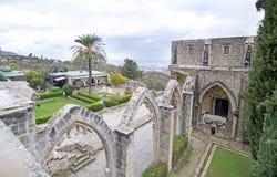 Abadía de Bellapais en el monasterio septentrional de Chipre - de Bellapais Foto de archivo libre de regalías