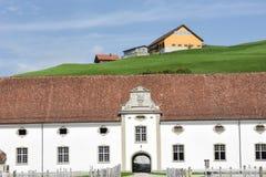 Abadía de Einsiedeln delante de tierras de labrantío Fotografía de archivo libre de regalías