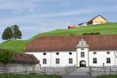Abadía de Einsiedeln delante de tierras de labrantío Fotos de archivo libres de regalías