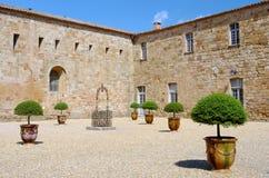 Abadía de Fontfroide en el sur de Francia Imagen de archivo