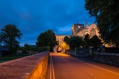 Abadía de Hexham en la noche Fotos de archivo