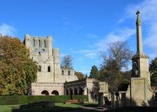 Abadía de Kelso y monumento de guerra, Kelso, Escocia Fotografía de archivo