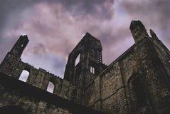 Abadía de Kirkstall, Reino Unido. Foto de archivo