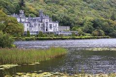 Abadía de Kylemore en el lago Fotografía de archivo libre de regalías