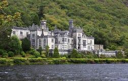 Abadía de Kylemore en el lago Imagen de archivo libre de regalías
