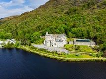 Abadía de Kylemore, un monasterio benedictino fundado sobre la base del castillo de Kylemore, en Connemara, Irlanda Imagen de archivo