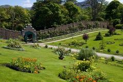 Abadía de Kylemore y jardín emparedado victoriano en el condado Galway Foto de archivo libre de regalías