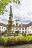 Abadía de la cruz y del x28 santos; Stift Heiligenkreuz& x29; en el bosque de Viena Foto de archivo