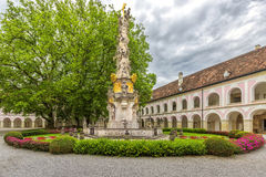 Abadía de la cruz y del x28 santos; Stift Heiligenkreuz& x29; en el bosque de Viena Imágenes de archivo libres de regalías