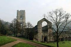 Abadía de las fuentes. Mañana de niebla en enero. Imagenes de archivo