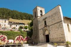Abadía de los santos Peter y Paul en Pescasseroli Foto de archivo libre de regalías
