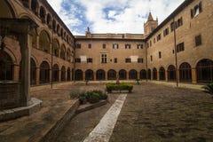 Abadía de Monte Oliveto Maggiore, Toscana, Italia Imagen de archivo libre de regalías