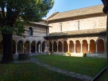 Abadía de Piona, del patio interior y del claustro Fotos de archivo libres de regalías