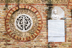 Abadía de Pomposa, Italia: ciérrese para arriba de fachada Fotografía de archivo libre de regalías