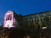 Abadía de Rievaulx encendida para arriba en la noche Fotos de archivo