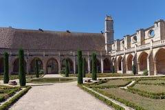 Abadía de Royaumont en país del Ile de France Imágenes de archivo libres de regalías