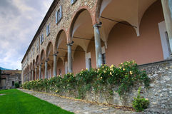 Abadía de St. Colombano. Bobbio. Emilia-Romagna. Italia. Imagen de archivo