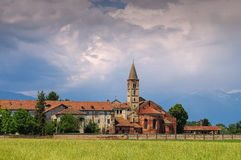 Abadía de Staffarda en Piamonte Imagenes de archivo