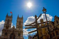 Abadía de Westminster con el indicador de la muestra Fotos de archivo