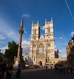 Abadía de Westminster y columna Londres Reino Unido Foto de archivo libre de regalías