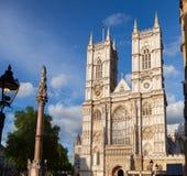Abadía de Westminster y columna Londres Reino Unido Fotos de archivo libres de regalías