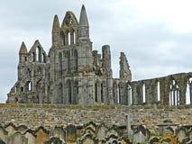 Abadía de Whitby de la yarda de la iglesia de Santa María Foto de archivo
